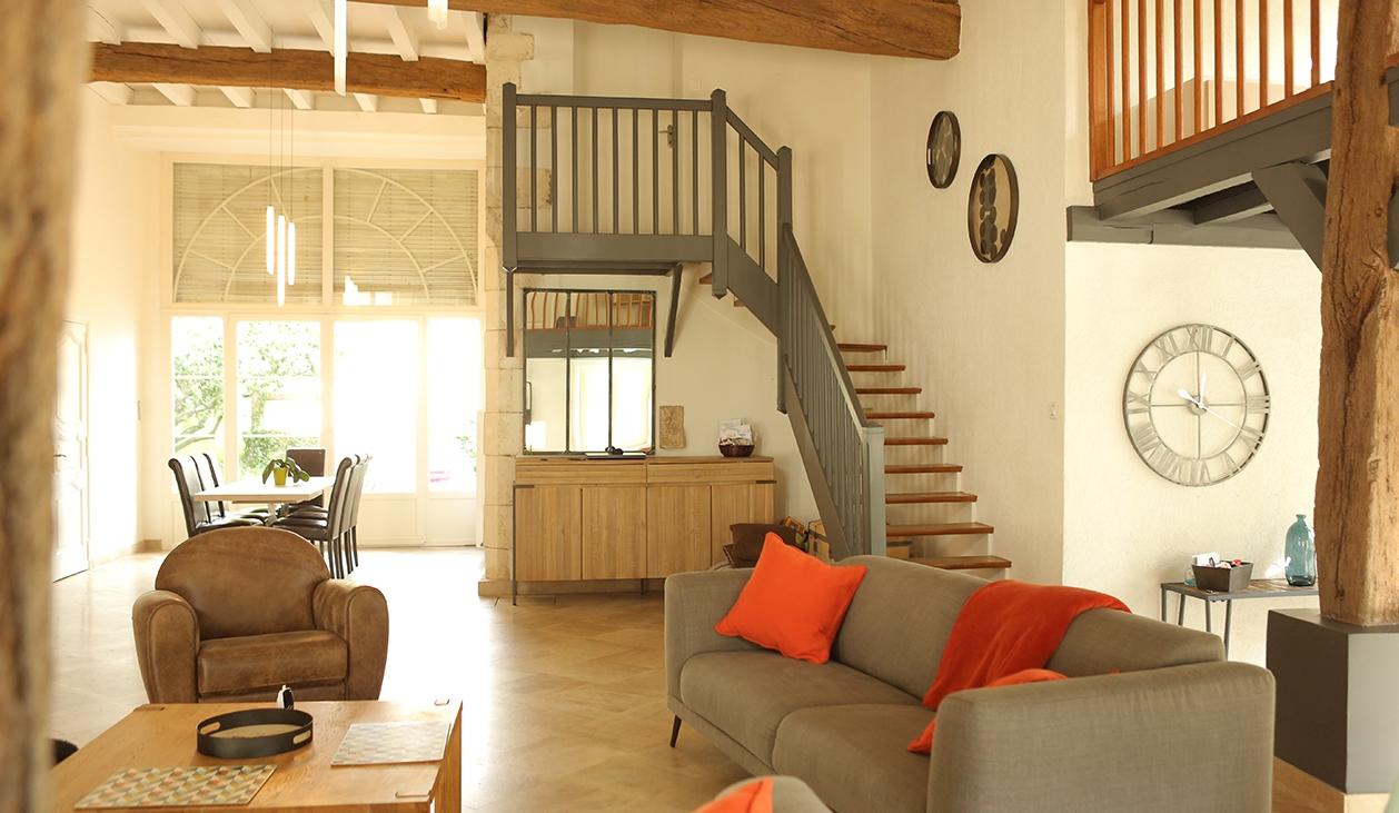 salon, salle à manger et escalier